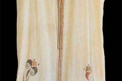 Ρόμπα υφαντή με μινωικό μοτίβο κρίνων, 1924-1940 (σχεδιασμός), βαμβάκι, ιδιωτική συλλογή